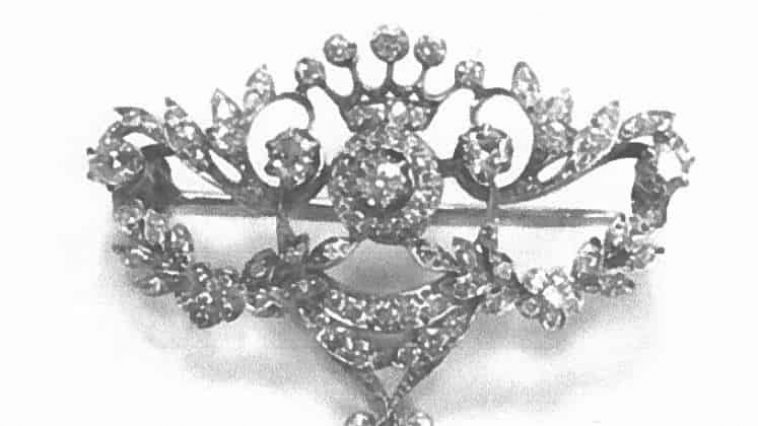 Diamond brooch stolen in burglary