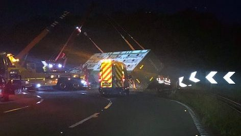 M32 closed overnight after lorry overturned